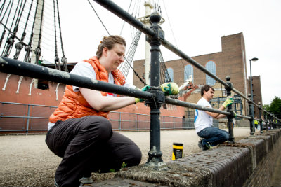 Volunteer cleaning wapping canal 4